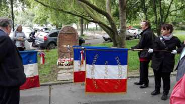 Homage à la Stèle Jean Moulin à Saint-Denis-R
