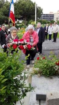 Hommage sur la sépulture de Auguste Gillot au cimetière de Saint-Denis-R