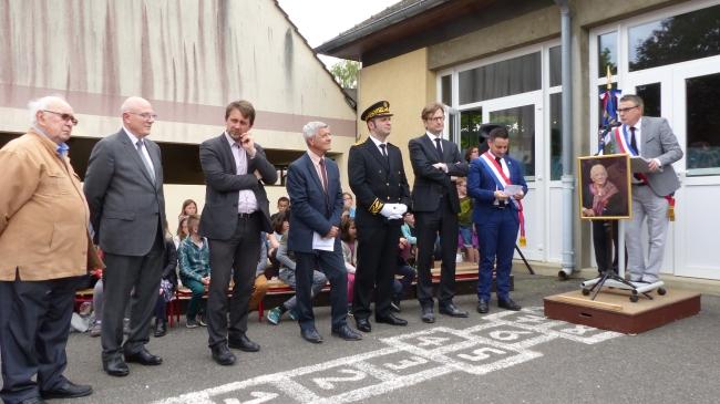 Monsieur le maire d'Angicourt, Michel Delagrange et les officiels.